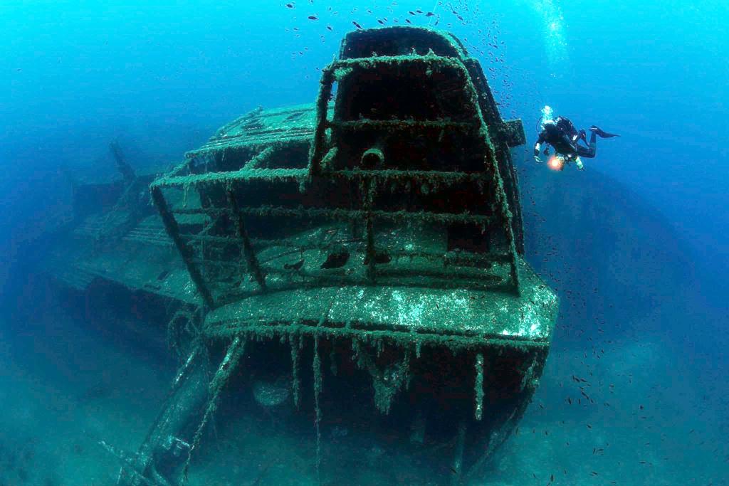 Wreck diving Samina